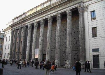Il Tempio di Adriano, Camera di Commercio di Roma, dove si terrà il RomeSymposium il 5 maggio 2017, foto di Massimo Predieri.