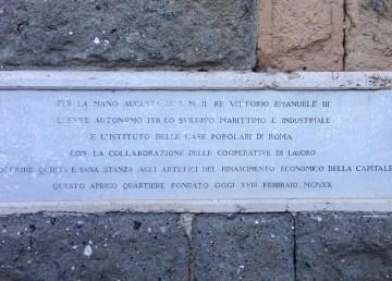 Lapide commemorativa in Piazza Benedetto Brin, Garbatella – Foto di M.Elena Castore ©