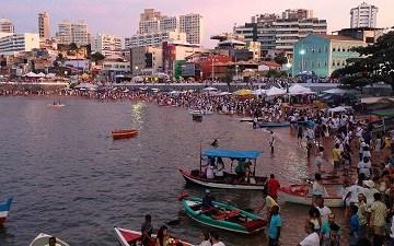 La spiaggia di Rio Vermelho in occasione della Festa di Iemanjá – Foto di M. Elena Castore @