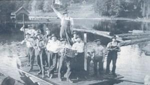 California, 1915. Boscaioli italiani in festa nei dintorni di San Francesco; tra gli altri Rodolfo Camillo Micheli di Comano (Massa Carrara) emigrato nel 1910