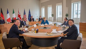 epa05276751 USPresident Barack Obama (2-L), German Chancellor Angela Merkel (C), British Prime Minister David Cameron (L), Italian Prime Minister Matteo Renzi (R) and French President Francois Hollande (2-R) sit at the table ahead of the US-Europe Summit Meeting inHanover,Germany, 25 April 2016. Topics discussed during talks will include the fight against terrorism as well as the crises in Syria and Libya. EPA/MICHAEL KAPPELER/POOL
