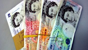Regno Unito, in arrivo la banconota da 5 sterline in plastica