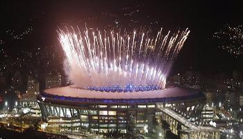 Rio 2016: samba e carnevale, si alza il sipario al Maracanà. Vanderlei ultimo tedoforo