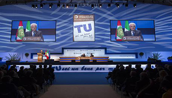 Mattarella al Meeting di Rimini: 'Non cediamo alla paura'. Salvini attacca: 'Complice degli scafisti'