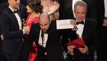 """Oscar: """"Moonlight"""" vittoria con gaffe, """"La La Land"""" è il più premiato"""