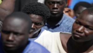 Sbarcati a Pozzallo (Rg) 162 migranti di cui 146 uomini, tre donne e 13 minori, 12 agosto 2016. Erano stati recuperati nel Canale di Sicilia da un barcone in difficoltà dalla nave di 'Medici senza Frontiere' Topaz Responder.  ANSA/UFFICIO STAMPA CROCE ROSSA ITALIANA-YARA NARDI +++EDITORIAL USE ONLY - NO SALES+++