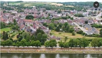 Belgio, l'impressionante catena umana contro il nucleare (LaPresse)