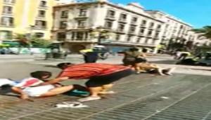 In un frame tratto da un video uno dei feriti investito dal furgone bianco sulla Rambla a Barcellona, Barcellona, 17 agosto 2017. ANSA