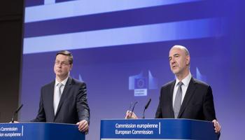 """L'Europa boccia la manovra italiana. Conte a Bloomberg: """"L'impianto non cambia, pronti a spending review se necessario"""""""