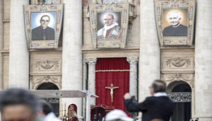 Tapestries of Roman Catholic Archbishop Oscar Romero (L) and Pope Paul VI (C) hang from a balcony of the facade of St. Peter's Basilica at the Vatican, 14 October 2018. Pope Francis elevated to sainthood Pope Paul VI, Salvadorian Archbishop Oscar Romero, slain in 1980 as he said mass, and five other Blesseds.ANSA/GIUSEPPE LAMI