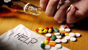 Vendite alcolici, +180%, boom di psicofarmaci spesso ordinati a sé stessi