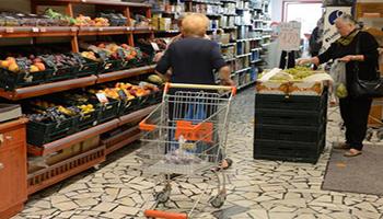 Alimentare: Covid non tocca super e negozi, boom dell'online