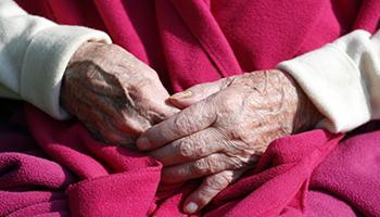 La FDA concede l'approvazione accelerata per il farmaco per l'Alzheimer