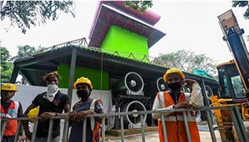 """India, inaugurata la prima torre """"mangia smog"""" a Delhi"""