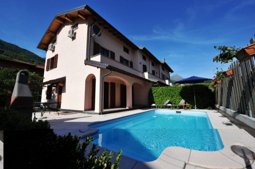 holiday home with pool porlezza