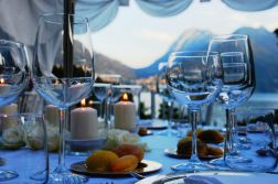Unforgettable lake view diners