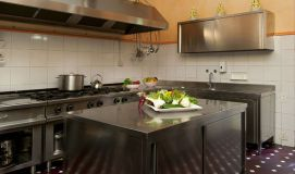 Fully equipped kitchen to cook for large groups