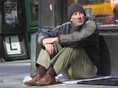 Gli invisibili Richard Gere nei panni del clochard George in una scena del film.