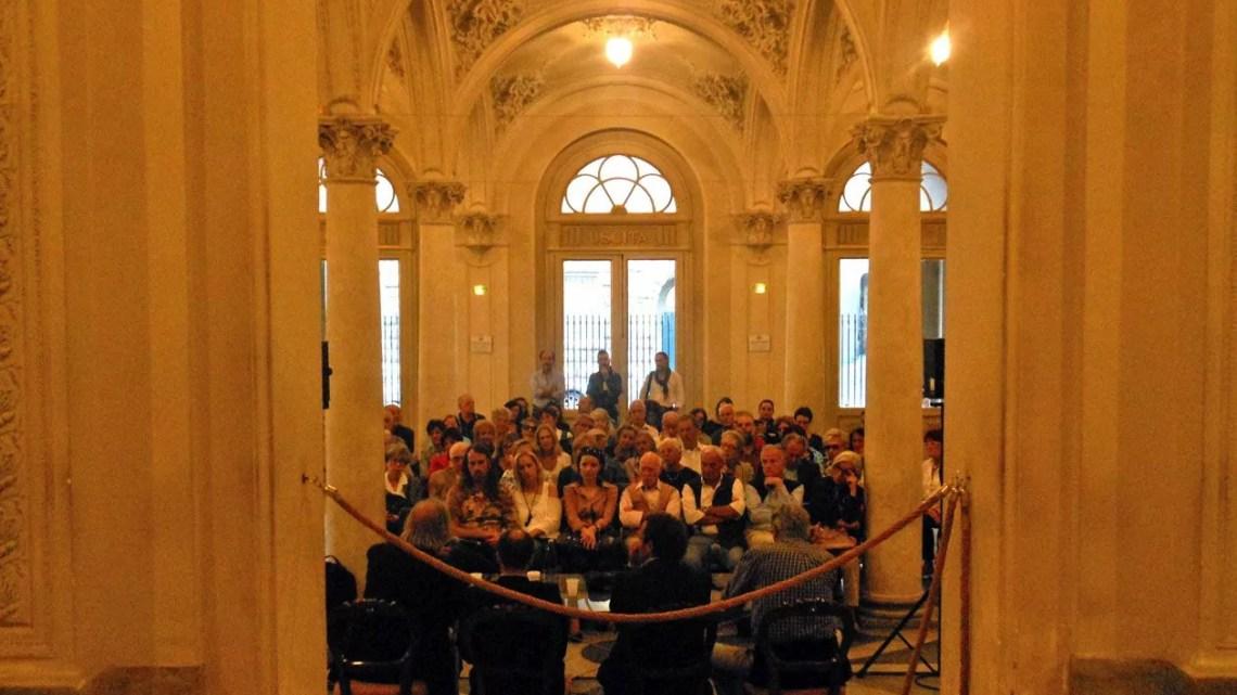 Il foyer del Teatro di Pisa