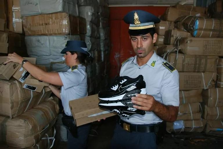 Guardia di Finanza contraffazione
