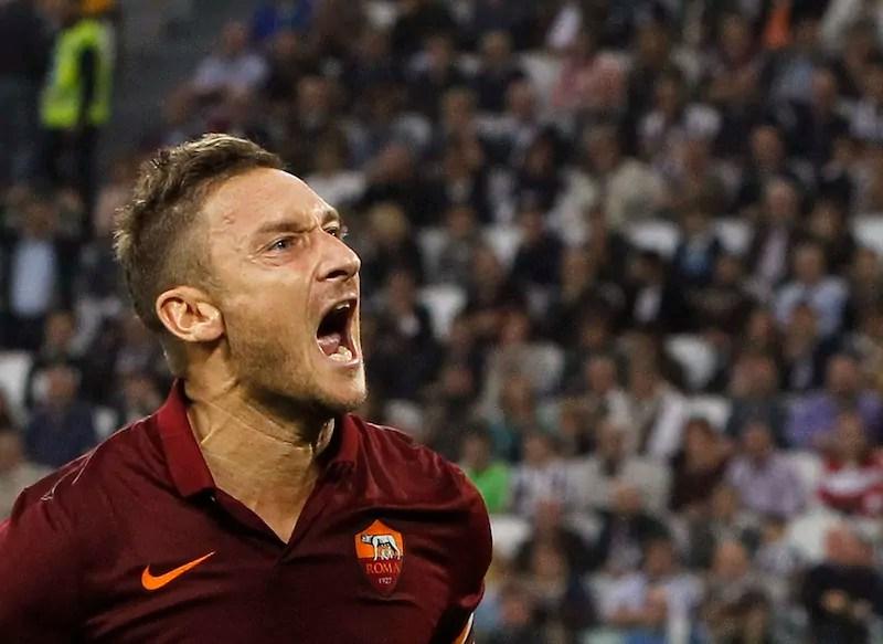 Campionato, Francesco Totti esulta dopo il gol contro la Juventus a Torino nell'ottobre 2014 (ph. Reuters / Alessandro Garofalo)