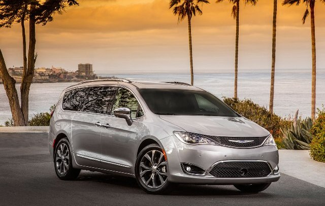Chrysler Pacifica eletta minivan dell'anno 2016 da Cars.com