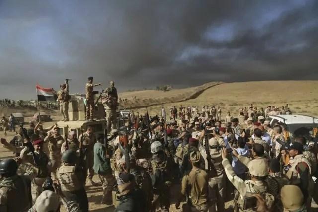 Soldati irakeni nei pressi di Mosul