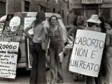 obiezione di coscienza ROMA, 5 Novembre 1975 - Manifestazione a favore dell' aborto.