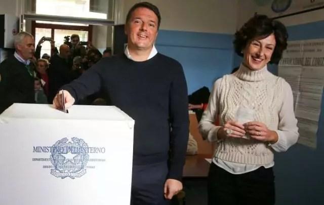 elezioni Il primo ministro Matteo Renzi, vota a Pontassieve insieme alla moglie al referendum costituzionale del 4 dicembre 2016 (ph. Reuters / Leonardo Bianchi).