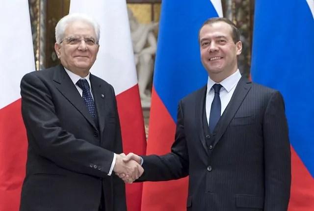 L'incontro del Presidente della Repubblica Mattarella a Mosca ocn il primo ministro russo Dmitrij Medvedev (ph. Quirinale)