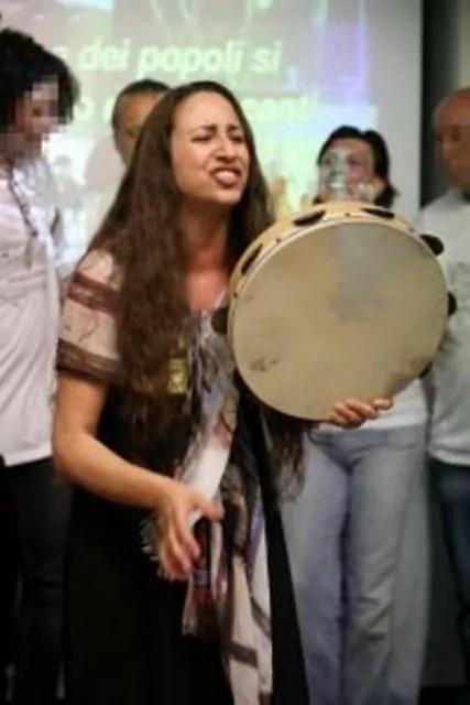 Musica dentro a Regina Coeli: l'esibizione dei partecipanti al laboratorio di musicoterapia in carcere (ph. Dire / S. Costa).