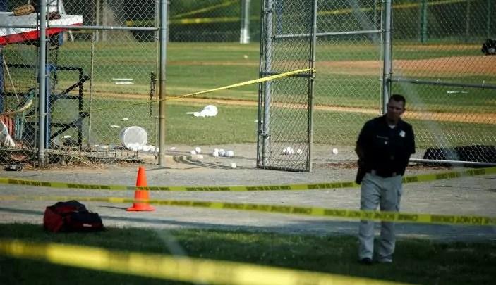 Usa, il deputato repubblicano Steve Scalise ferito da un uomo che ha sparato su un gruppo di politici che si allenavano per una partita di beneficenza. (Reuters/Joshua Roberts).