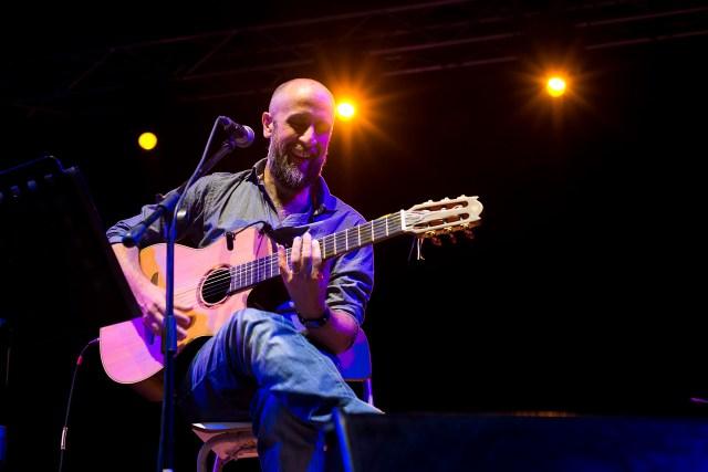 Joe Barbieri durante la tappa di Origami Tour al Sant'Elmo estate di Napoli (ph. In24/Massimo Solimene)