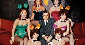 Hugh Hefner e le conigliette a Chicago nel 1960 (ph. Playboy).