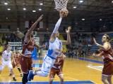 Bruno Mascolo a canestro durante la partita Cuore Napoli Basket - Lighthouse Trapani il 29 ottobre 2017 al Palabarbuto di Napoli (ph. In24 / Massimo Solimene).