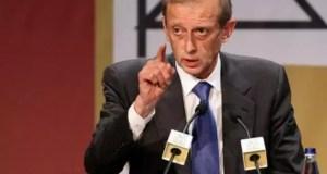 Renzi potrebbe essere alla disperazione: per questo manda Piero Fassino a fare la questua nella galassia della Sinistra (ph. Ansa).