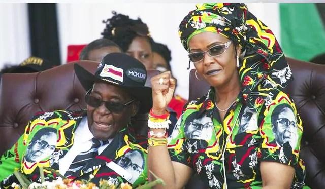Il presidente dello Zimbabwe Robert Mugabe e sua moglie Grace (pg. Ap / Tsvangirayi Mukwazhi).
