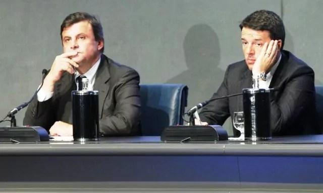 Il ministro dello Sviluppo economico Carlo Calenda e il segretario del Pd Matteo Renzi (ph. Agenpress).