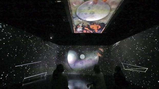 Un allestimento con Giove, Nettuno e Plutone.
