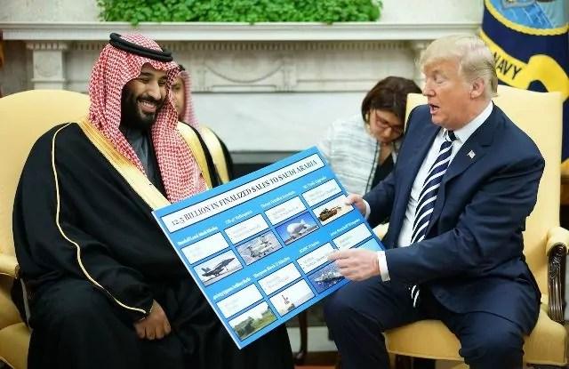 Il presidente Usa Donald Trump con il principe ereditario saudita Mohammed bin Salman nell'ufficio ovale della Casa bianca il 20 marzo 2018 a Washington (Ph. Mandel Ngan/Afp/Getty).