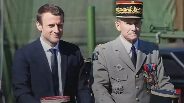 Forze armate francesi: il capo di stato maggiore Pierre de Villiers e il presidente Emmanuel Macron (ph. Le Figaro web).