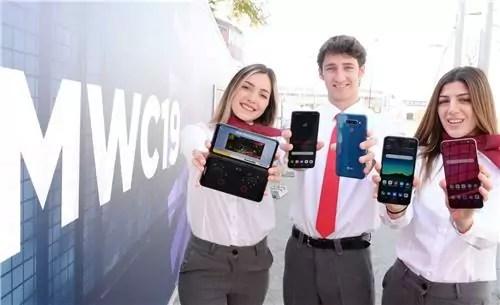 Lg presenta gli smartphone V50 ThinQ, con doppio schermo staccabile per il 5G, e il G8 ThinQ basato su 4G alla vigilia di MWC Barcelona il 24 febbraio 2019. (Ph. Yonhap).