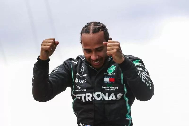 Lewis Hamilton sul podio del GP Turchia F1 2020 domenica 15 novembre 2020 (Ph. LAT Images).