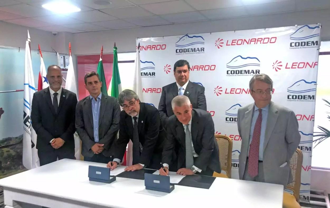 La firma dell'accordo tra la Polícia Rodoviária Federal (PRF) del Brasile, la Polizia Stradale Federale, e Leonardo per la fornitura  di 6 elicotteri monotore AW119Kx..