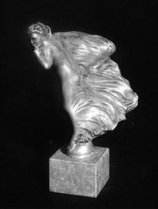 The Whisper, il sussurro, la prima versione della Spirit of Ecstasy realizzata da Charles Sykes.
