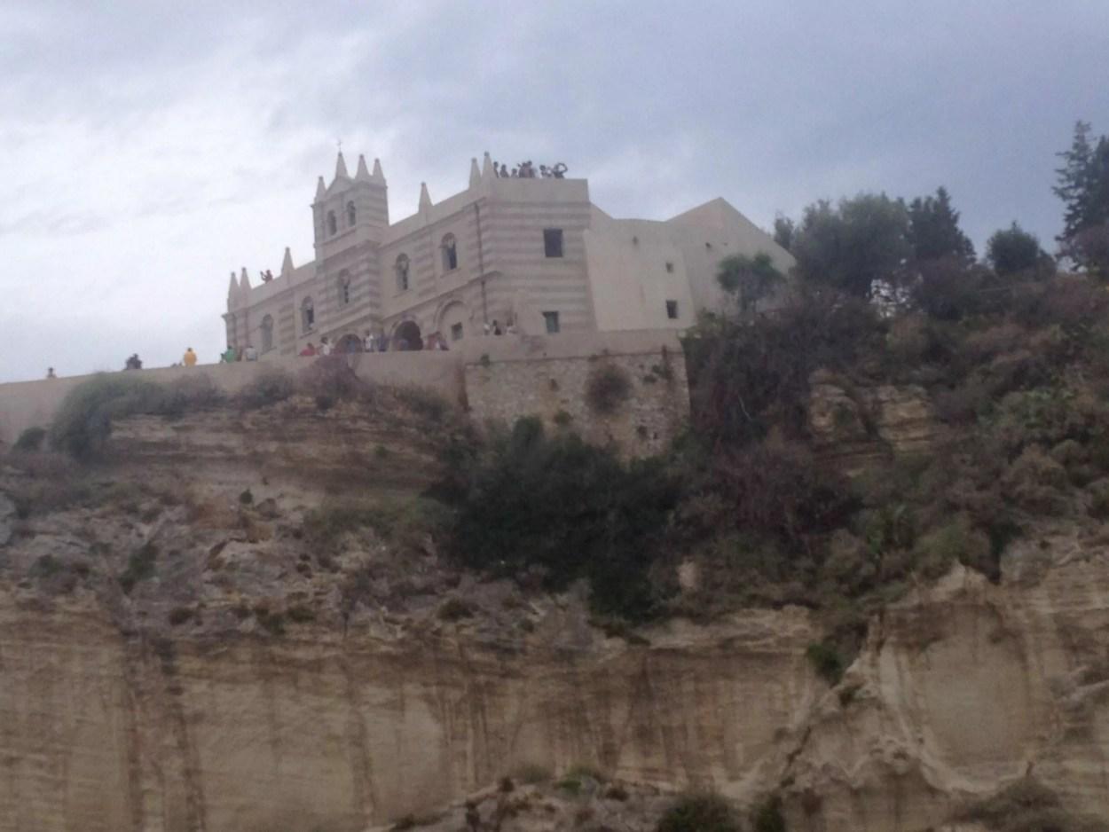 Il Santuario di Santa Maria dell'isola a Tropea (copyright S. Riccio / In24).