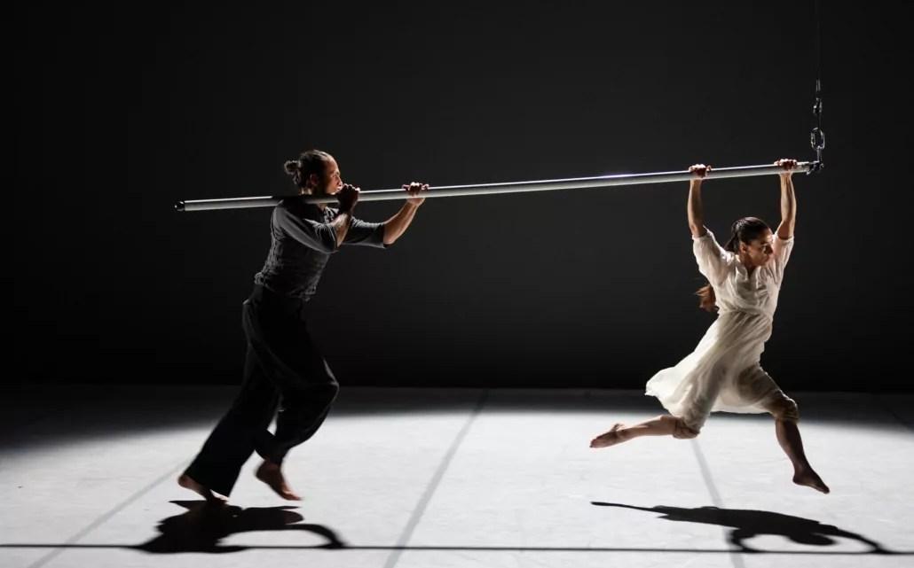 Lo spettacolo Horizonte del Duo-Kaos, in programma a Inteatro Festical 2021, al Teatro delle muse di Ancona (photo: Giulia Di Vitantonio).