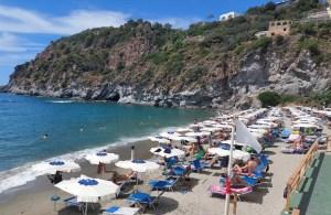Ischia, la spiaggia di San Francesco a Forio (Ph. P. Russo/IT24).