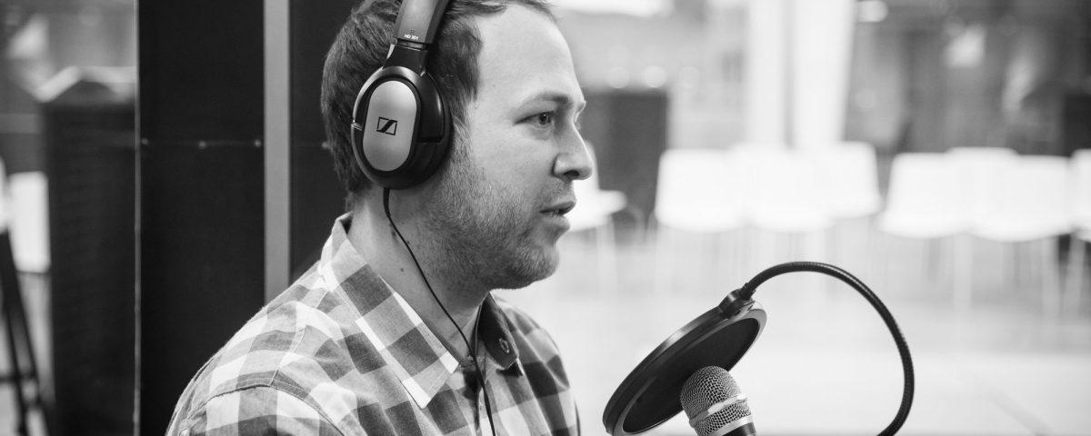 Adam Teeter (CEO VinePair) recording a podcast during wine2wine
