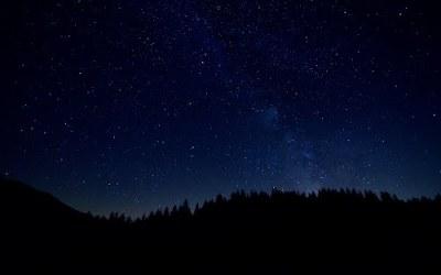 Trekking osservando le stelle cadenti